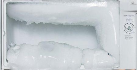 Tủ lạnh bị đóng tuyết có tốn điện không